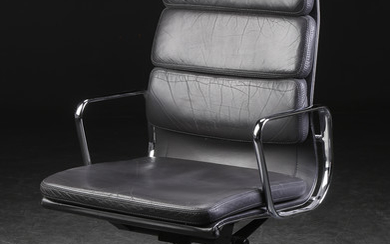 Charles Eames. Soft Pad lounge stol, model EA-219