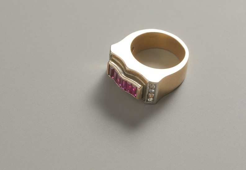 Gold ring with diamonds and synthetic rubies