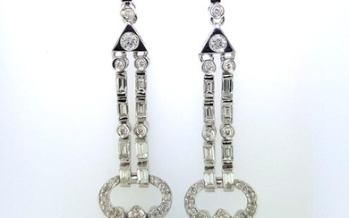 Pair of articulated Art Deco earrings in 750°/°° white gold set with round diamonds and baguettes set with onyx pear-shaped pendants, L.5cm, Gross weight: 11,78g