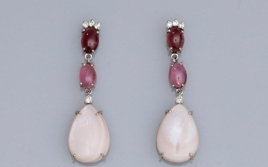 Pair of earrings in 750°/00 (18K) white gold, set with cabochon pink tourmalines, brilliant-cut diamonds and mother-of-pearl. 4.40 g. H: 3.2 cm