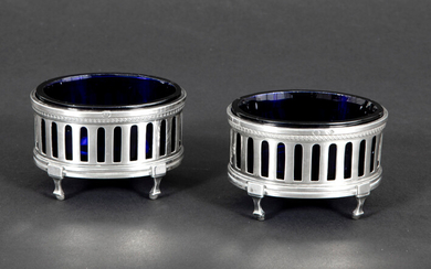 Pair of neoclassical salt cellars in blue crystal glass with a frame in marked solid silver ||pair or neoclassical salt cellars in blue glass and marked silver