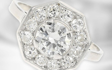Ring: attractive vintage platinum ring with brilliant of approx. 0,87ct and old-cut diamonds of approx. 0,48ct in total