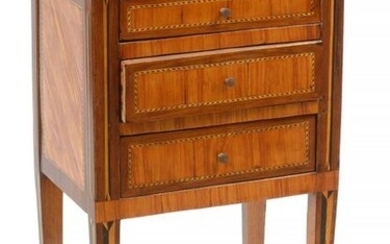 Small Louis XVI style bedside cabinet in wood veneer and marquetry in curling opening by three drawers. Period: 18th century. Dim.:+/-41,5x73x30,5cm.