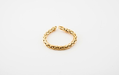 Yellow gold bracelet (750) with English stitch.