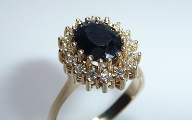14 kt. Yellow gold - Ring - 2.50 ct Sapphire - Diamonds 0.50 ct.