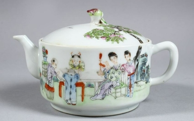A GOOD 19TH CENTURY CHINESE REPUBLIC PERIOD FAMILLE