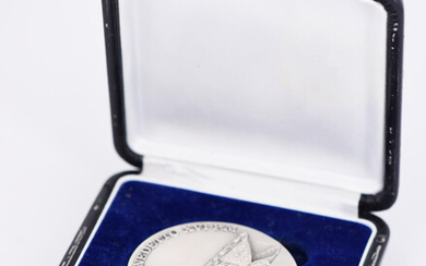 A WORLD YOUTH DAY COMMEMORATIVE MEDALLION