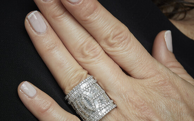 A diamond, imitation white stone and 18K gold ring. Gross...