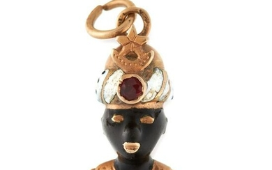 AN ANTIQUE BLACKAMOOR PENDANT in yellow gold, designed