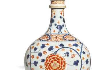 AN IMARI BOTTLE VASE, 17TH CENTURY