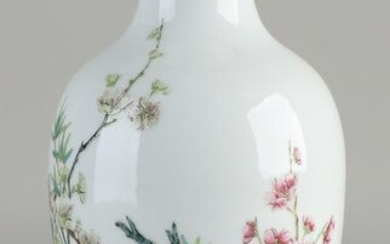 Chinese porcelain Family Rose vase with blossom / text
