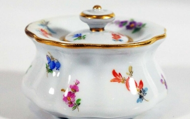 Meissen single inkwell with lid