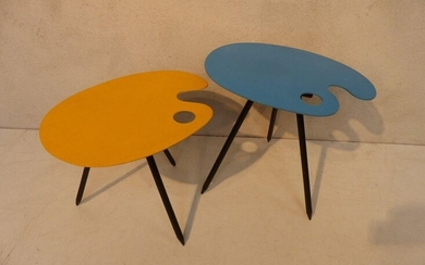 "Pair of tripod tables in the shape of a ""painter's palette"", model for exhibition 58, in unalit painted yellow and blue. By Lucien de Roeck."