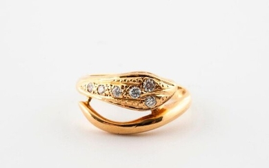 Yellow gold ring (750) with a snake motif adorned with six brilliant-cut diamonds in grain setting.